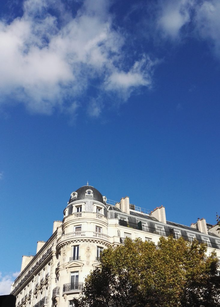 Toits de Paris- ciel bleu