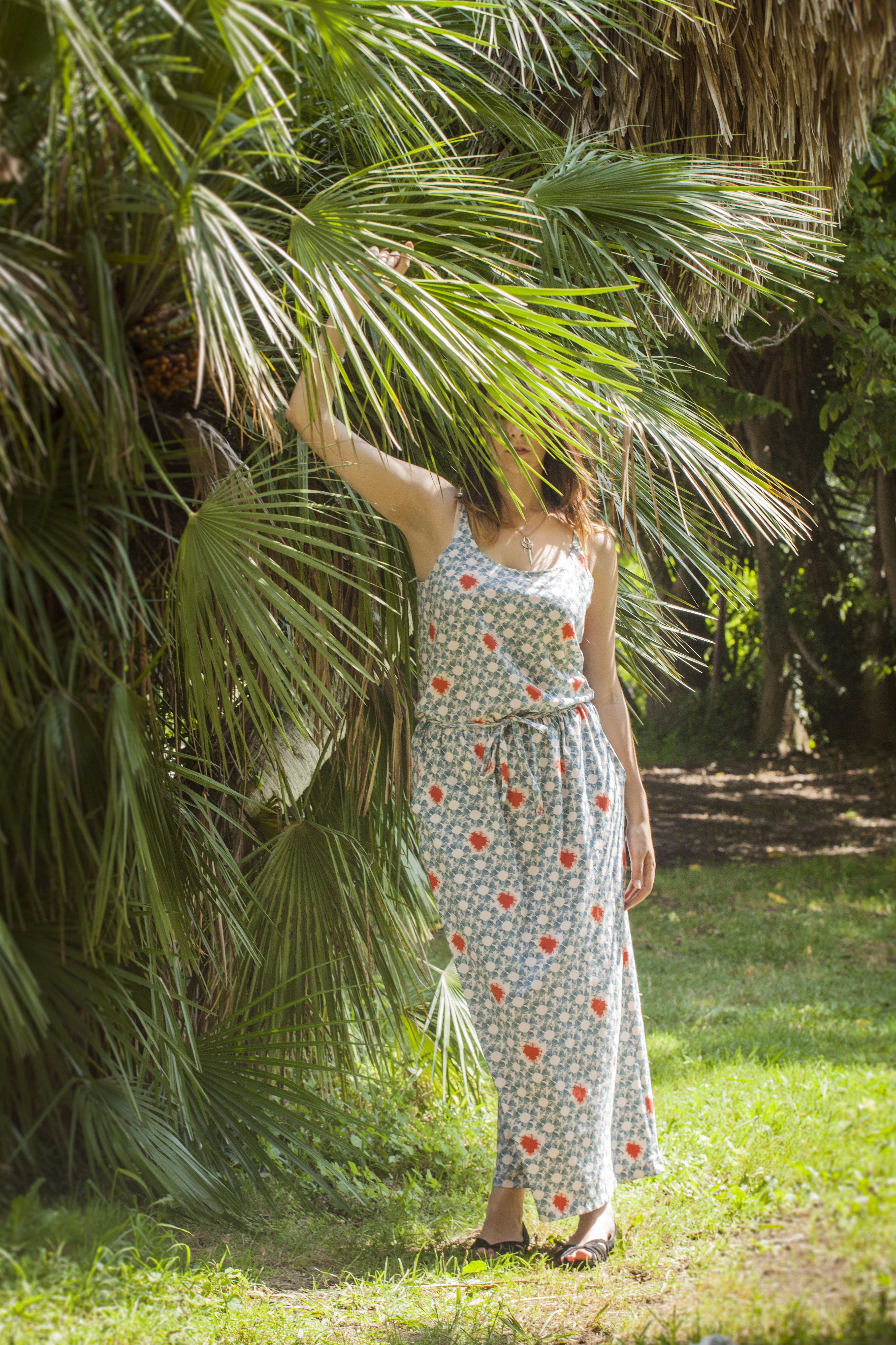 La robe jersey cousu par Laurie aux motifs home made s'invite sur Tea & Poppies