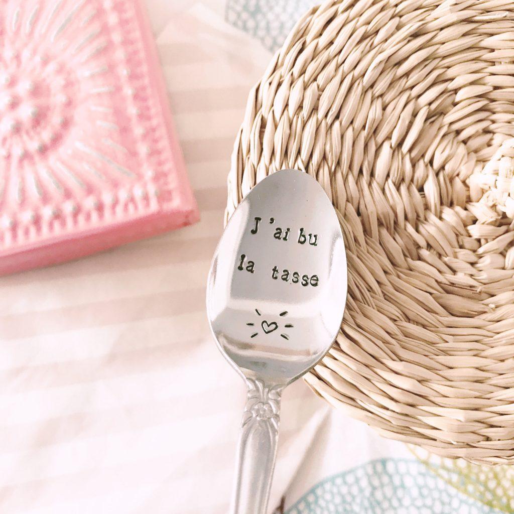 Sélection de cadeaux pour femme à moins de 50 euros par tea&poppies, cuillère gravée les petites cuillères de Juliette