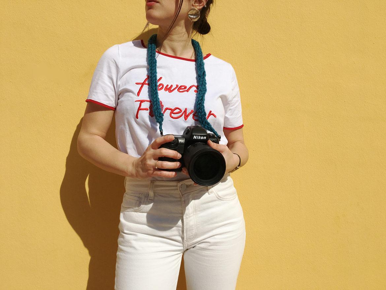 tricot, tricotin, DIY, tutoriel, sans couture, sangle pour appareil photo, accroche pour appareil photo, tricoter avec ses doigts, latelierdal