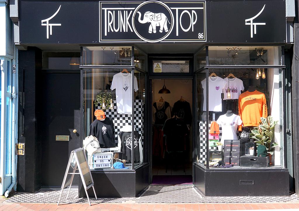 Découverte de la boutique Trunk Top à Brighton. Boutique indépendante d'impression textile. Création de motifs personnels - devanture