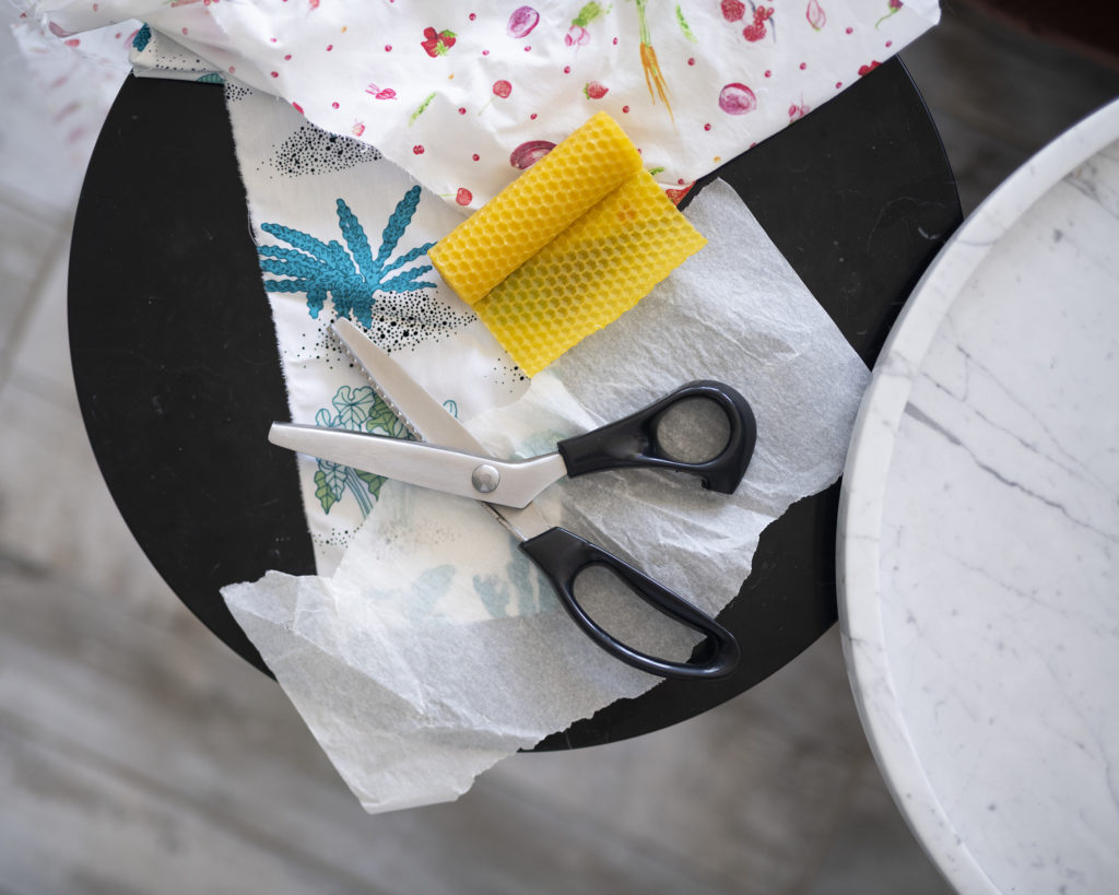 Faire ses Bee Wrap : Le matériel, , cire d'abeille, rouleau de cire d'abeille, zéro déchet, chutes de tissus, DIY facile, tuto zéro déchet