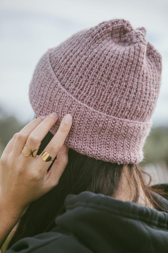 tricot, bonnet torvi, mauricette c, je tricote, tricot facile, sock yarn, bonnet mauve pale, elsa cadic, photo, zoom, point fantaisie, tricoter